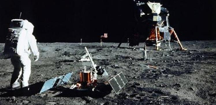 Birisi Ay'a Gittiğini mi Söyledi?